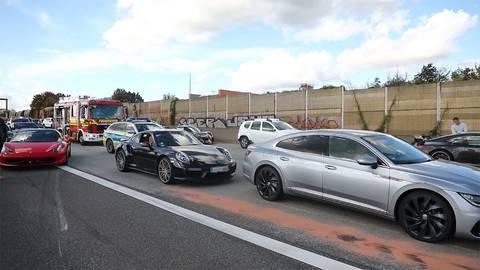 Gab es bei dem illegalen Rennen auf der A66 weitere Teilnehmer? Im Unfall-bedingten Stau wurden ein Ferrari und zwei Porsche gesichtet. Foto: 5Vision Media