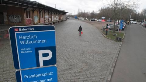 Die Pläne, den Kasteler Bahnhof ebenfalls zu einem Park-and-ride-Platz zu machen, sind vorerst vom Tisch. Foto: hbz/Jörg Henkel