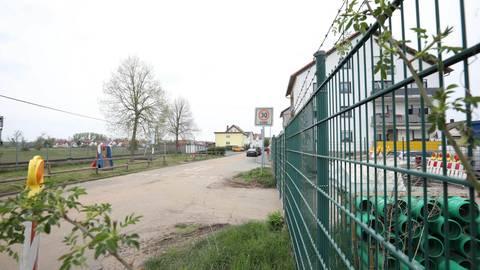 Über die Mozartstraße soll das Frankenbachgelände am Südende der Straße an den Ort angeschlossen werden. Anwohner fürchten Lieferverkehr sowie Lärm und sehen ihre Sicherheit gefährdet. Foto: Melanie Schweinfurth