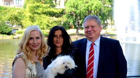 """Anja mit Astrid Posner und Rainer Hunold - das war bei Fleurchens erstem Einsatz beim """"Staatsanwalt"""". Foto: Anja Kossiwakis"""