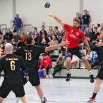 Bis in Rheinhessen wieder Handball um Punkte, so wie hier im vergangenen Jahr zwischen dem HSC Ingelheim und TV Alzey, gespielt wird, vergehen noch vier Wochen. Archivfoto: Thomas Schmidt