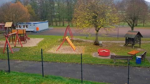 Eiershausens Kindergarten soll Richtung Bolzplatz erweitert werden. Dies steht im Zusammenhang mit dem geplanten Neubaugebiet Richtung Eibelshausen.  Foto: Christoph Weber