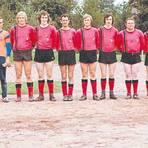 Als das Team des FC Rudlos in der C-Liga aktiv war, wurde noch auf roter Asche gekickt.  Repro: Henning