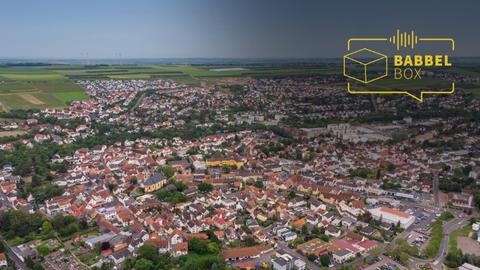 Explodierende Neubaugebiete, aufgeweichte historische Strukturen: Der Bevölkerungszuwachs stellt viele Gemeinden Rheinhessens vor immense Herausforderungen. Etwa das boomende Nieder-Olm, wo die weit hinauf in die Weinberge gewachsenen Neubaugebiete inzwischen einen Großteil der Stadtfläche ausmachen. Archivfoto: Lukas Görlach