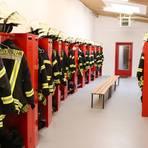 Alles neu in der Umkleide der Astheimer Feuerwehr: Die Spinde sind jetzt groß genug und die frische Farbe macht den Raum hell. Foto: Feuerwehr Astheim