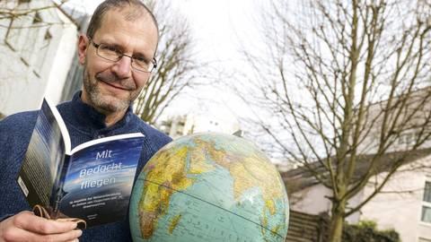 Christoph Kessel kennt sich mit dem Fliegen aus, er ist gelernter Luftverkehrskaufmann. Foto: hbz/Stefan Sämmer