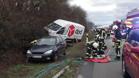 Unfall auf der A63 zwischen Biebelnheim und dem Autobahnkreuz Alzey.  Foto: pakalski-press/Axel Schmitz