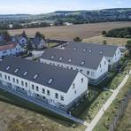 So soll die Bebauung mit 19 Reihenhäusern auf dem früheren Gelände der Raststätte Eidt in einem Jahr aussehen. Foto: Objekt Maison NMK 15 GmbH.