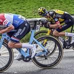Ab 1. April ist Schluss mit der sogenannten Supertuck-Position, in der die Radprofis Mathieu van der Poel (links) und Wout van Aert hier beim E3 Preis in Harelbeke fahren. Foto: Picture Alliance/Roth