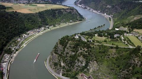 """Der Rhein soll tiefer werden. Für den Abschnitt Rheinkilometer 528 bis 547,5 mit den beiden Brennpunkten """"Lorcher Werth"""" und Bacharacher Werth"""" werden die Planungen konkreter. Archivfoto: dpa"""