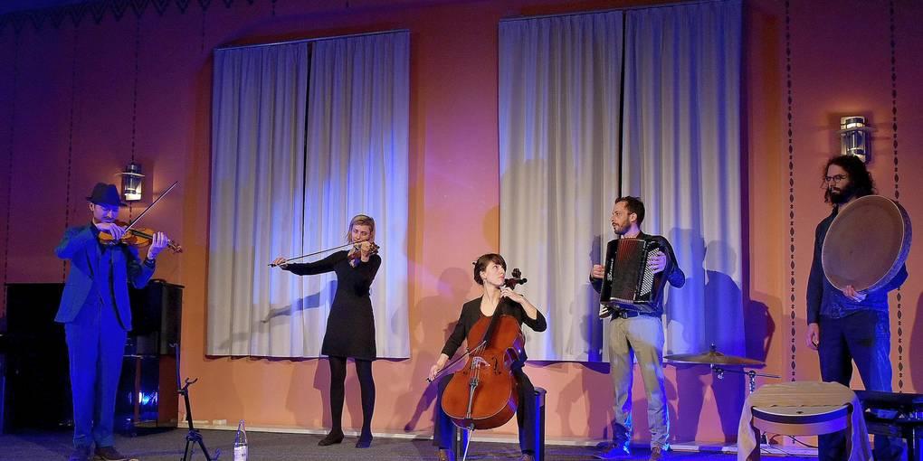 V.l.: Antje Taubert, Nicolaas Cottenie, Alina Bauer, Eline Duerinck, Ira Shiran und Robbe Kieckens. Foto: Schultz