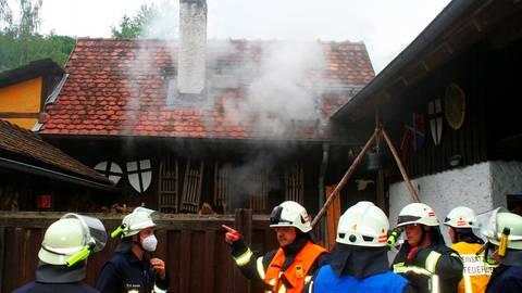 Glücklicherweise wurde bei dem Feuer am Sonntag in Kleinweinbach niemand verletzt.   Foto: Manuel Kapp