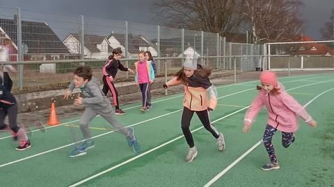 Auch beim SC Oberlahn ist der Leichtathletik-Nachwuchs wieder in den Trainingsbetrieb eingestiegen. Fotos: Bianca Roos / Ida Well
