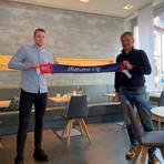 Willkommen bei der SG Barockstadt: Martin Geisendörfer (rechts) begrüßt Wunschspieler Marius Grösch aus Jena.  Foto: Möller/SGB
