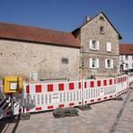 """Noch dominieren die Bauzäune das Bild des Zentrums """"Römer"""" in der Ortsgemeinde Eppelsheim. Einige Arbeiten bis zur Fertigstellung stehen noch aus. Foto: pakalski-press/Boris Korpak"""