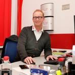 Seit 14 Jahren kümmert sich Andreas Ortwein als Geschäftsführer um die Belange des EC Bad Nauheim und richtet seinen Blick dabei stets nach vorne. Fotos: Joachim Storch