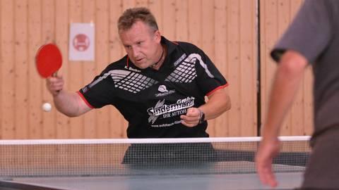Klaus Becker spielt beim TTC Breidenstein I in einer Sechser-Mannschaft. Der Club hat jedoch auch eine zweite Mannschaft mit Vierer-Team gemeldet. Foto: Marco Rauch