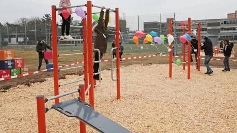 Klettergerüst Russisch : Humboldt schule: neuer fitness parcours soll der körperlichen