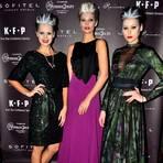 Drei Models bei der Kay Rainer Show. Foto: Anja Kossiwakis
