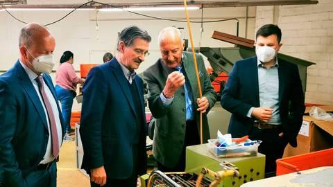 Bodo Mehrlein, Hermann Otto Solms, Steffen Rinn und Dennis Pucher (v.l.) sind einer Meinung beim Thema EU-Überregulierung. Foto: FDP Gießen