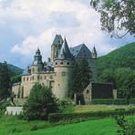 Schloss Bürresheim erhebt sich nordwestlich der Stadt Mayen auf einem Felsrücken. Foto: GDKE Rheinland-Pfalz