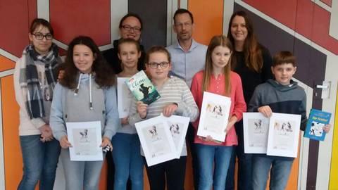 Schulsiegerin Franziska Wild (Bildmitte).Foto: Heinrich-von-Brentano-Schule   Foto: Heinrich-von-Brentano-Schule