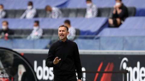 Achim Beierlorzer ist Trainer von Mainz 05 - aber wie lange noch? Die Anzeichen verdichten sich, dass bald ein anderer den Posten übernehmen soll. Foto: dpa