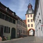 Der alte Gefängnisturm in der Langstraße, dahinter steht das ehemalige Henkershaus.  Foto: Dagmar Staab
