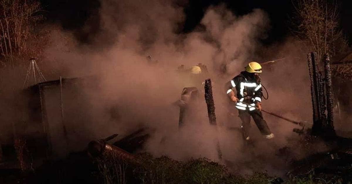 Gartenhaus brennt in Worms - Wormser Zeitung