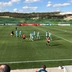 Applaus zum Halbzeitstand im Testspiel von Mainz 05 gegen SC Freiburg.  Foto: Bardo Rudolf