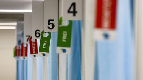 Die Nachfrage nach Impfterminen gegen Corona ist immer noch hoch. Die Priorisierung gibt vor, wer zuerst dran ist.  Foto: Sascha Kopp