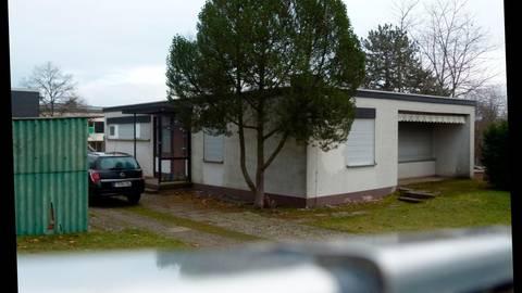 Auf dem Nachbargrundstück der Grundschule, auf dem die ehemalige Hausmeisterwohnung ist, werden die Vorschulkinder nun doch keine neue Bleibe finden.  Archivfoto: Sebastian Reh