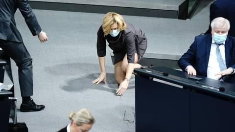 Julia Klöckner, Bundesministerin für Ernährung und Landwirtschaft, stürzte im Bundestag zu Beginn der Generaldebatte zum Bundeshaushalt.  Foto: dpa