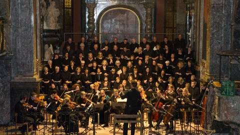 Die Idsteiner Kantorei wird mit minutenlangem Applaus belohnt.Foto: wita/Mallmann  Foto: wita/Mallmann