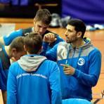 Ansprache gelungen: Wie schon in früheren TGM-Spielen zeigt Manuel Lohmann (rechts) seinen Teamkollegen auf, wie die Mainzer zum Erfolg kommen. Archivfoto: hbz/Jörg Henkel