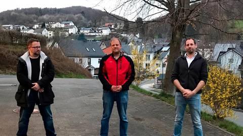 Frisch im Amt: der Schlierbacher Ortsvorsteher Michael Otto (Mitte), sein Stellvertreter Dennis Debus (rechts) und Schriftführer Jochen Interthal (links). Foto: Regina Tauer