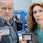 "Moritz Eisner (Harald Krassnitzer) und Bibi Fellner (Adele Neuhauser) ermitteln am ""Tatort"".  Foto: ARD Degeto/ORF/Petro Domenigg"