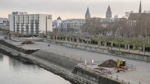 Das Mainzer Rheinufer. Die Opposition kritisiert, dass der Bevölkerung durch die Arbeiten für die Landesgartenschau wesentliche Teile vorenthalten werden könnten. Foto: Harald Kaster