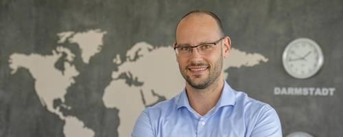 Ein Projekt, aber Mitarbeiter auf der ganzen Welt: Manuel Pistner geht mit seiner Agentur Bright Solutions neue Wege. Foto: Torsten Boor