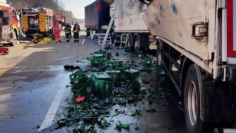 Unfall auf der A 5 - Verlorene Bierkisten