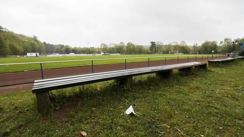 Der Bund stellt 500 000 Euro zur Sanierung des Sportgeländes am Roten Berg in Traisa zur Verfügung. Foto: Guido Schiek