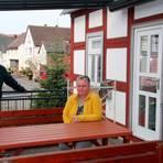 Hoffen darauf, dass der Außenbereich bald wieder geöffnet werden darf: Lothar Biek und Astrid Schneider-Hartmann.  Foto: Gert Heiland