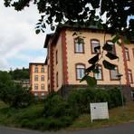 Was passiert mit dem Gelände und den Gebäuden, wenn die Vitos-Klinik aus Weilmünster nach Weilburg verlegt wird, fragen sich die Menschen. Foto: Agathe Markiewicz