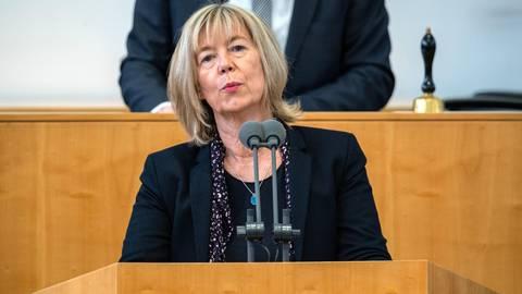Doris Ahnen spricht im rheinland-pfälzischen Landtag. Foto: dpa