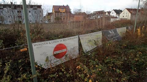 """So mancher Anlieger in Bischofsheim lehnt das Bauprojekt """"Alter Bahnhof"""" gänzlich ab. Foto: hbz/Jörg Henkel"""