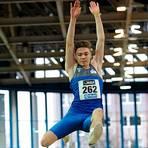Oliver Koletzko aus Schmitten springt 7,72 Meter weit - Hessenrekord der U18. Archivfoto: kie