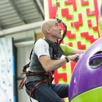"""Schwierige Zeiten: """"Clip 'n Climb""""-Chef Thorsten Held in einer seiner Kletterhallen.  Foto: Weitblick Naturerlebnis GmbH"""