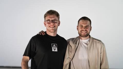 Geschäftspartner und Freunde: Niklas von Klitzing (l.) und Leonard Stolz haben zusammen nicht nur die Produktionsfirma LoftArts gegründet. Foto: LoftArts