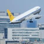 Ein Passagierflugzeug der Condor startet am Frankfurter Flughafen. Foto: dpa
