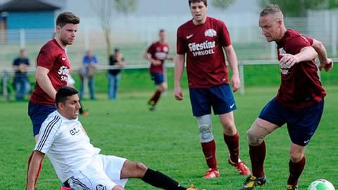 Berhan Karakas (hier noch im weißen Trikot des VfL Lauterbach) zieht es zurück zum SV Müs.  Archivfoto: Wortmann